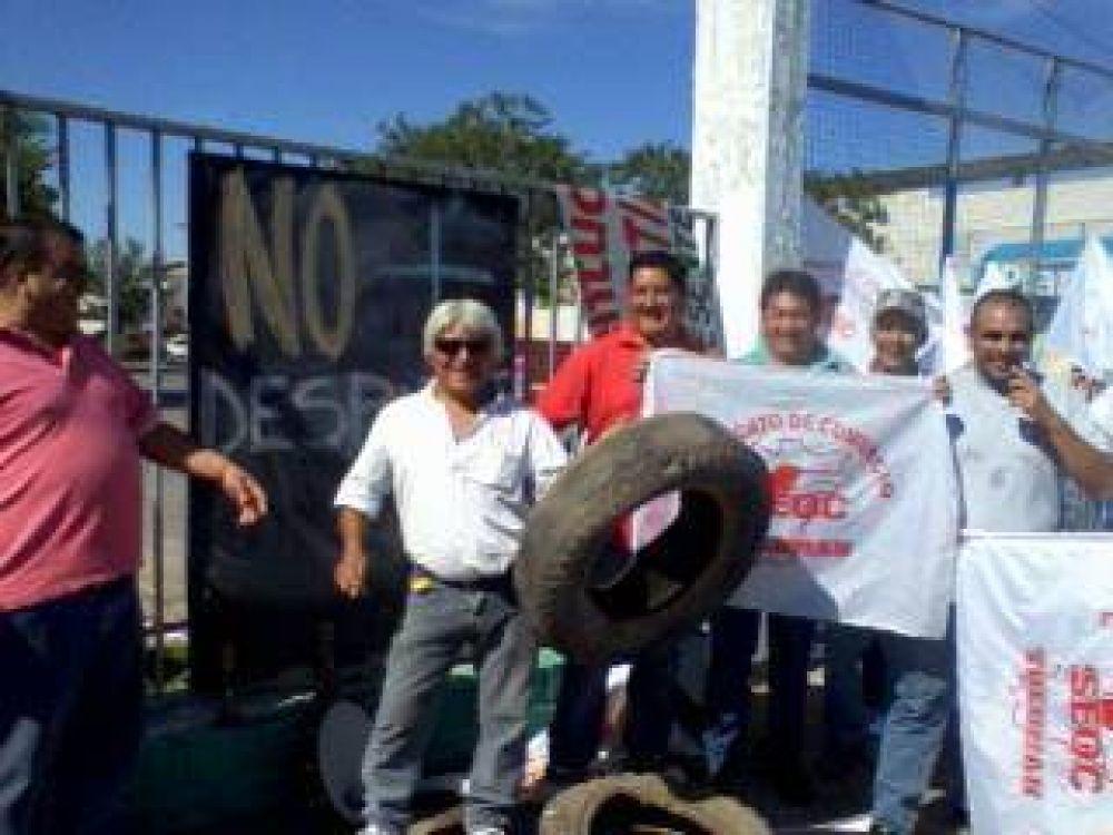 Trabajadores bloquearon al híper Libertad en protesta por un despido