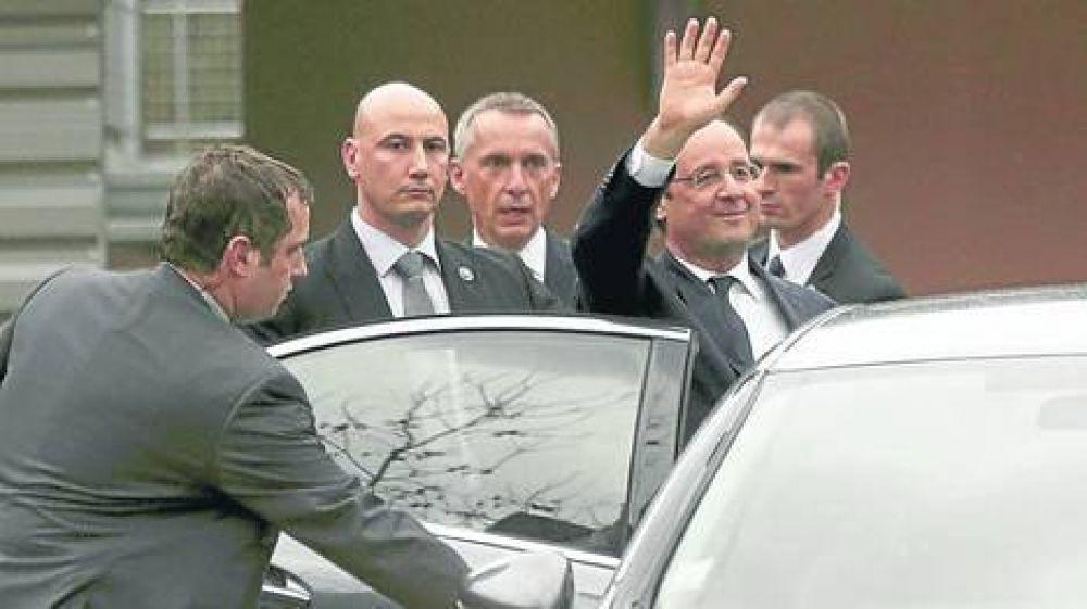 Dan de alta a la primera dama, y Hollande se va de gira
