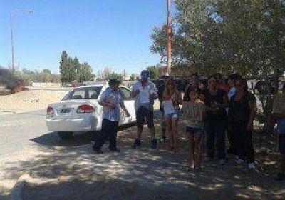 Vecinos de seis barrios reclamaron por la falta de agua