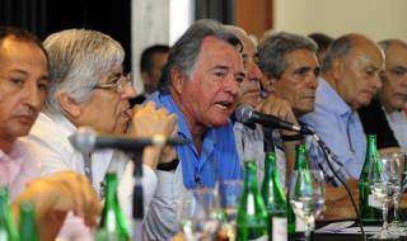 Sin Scioli ni Massa Moyano y Barrionuevo encabezaron la cumbre sindical con críticas al Gobierno de Cristina