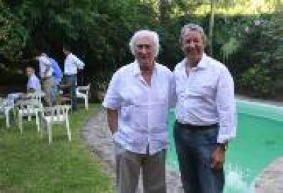 """Arde la interna radical: Cobos desoye a Sanz y sigue en """"campaña"""""""