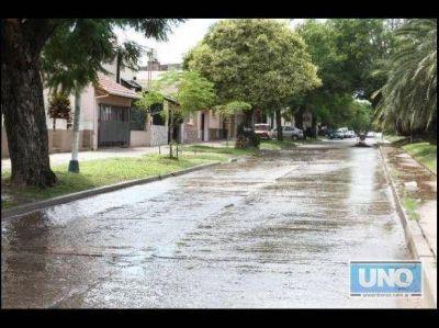 Vecinos de Paran� reclaman la reparaci�n ca�os rotos en la ciudad