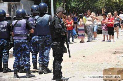 Niegan la excarcelación a 13 de los 16 policías detenidos por saqueos