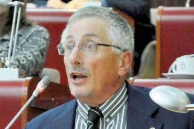 El diputado García cuestionó al directorio del Banco del Chubut