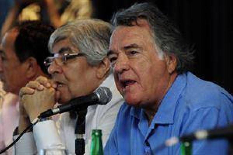 Moyano y Barrionuevo impulsan un encuentro con Macri, Binner y la UIA