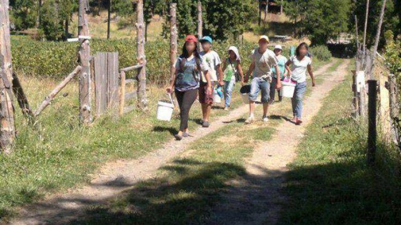 La AFIP rescató a 13 menores explotados en un campo de Chubut