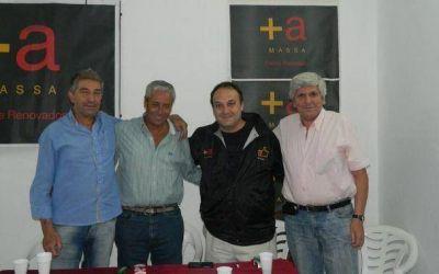 Jano con militantes del massismo en Villa Gesell