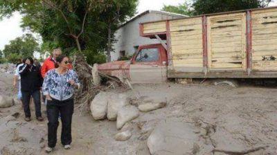 Corpacci anunció la construcción de casas para los damnificados por el alud