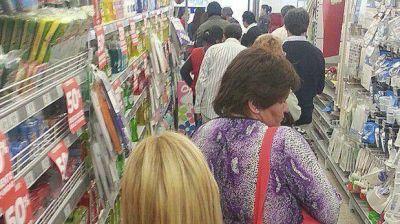 Los supermercados tienen una caja cada 1.116 habitantes, pero no todas funcionan
