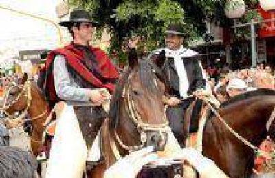 La provincia de Salta y sus gauchos marcaron presencia en el tradicional festival de Cosqu�n