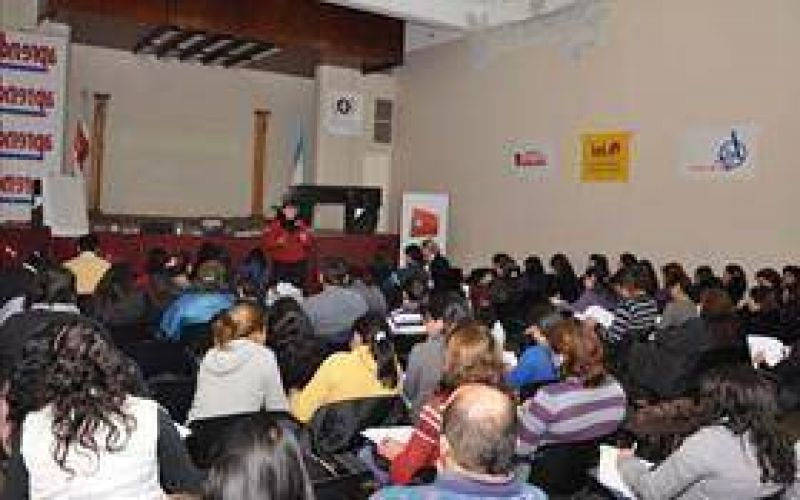 La Revista Aprender hace su aporte y capacita a los docentes santiagueños
