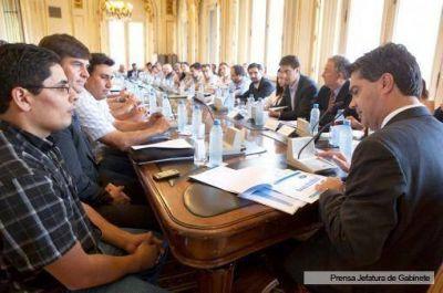 Capitanich se reunió con cadenas de valor del sector apícola y arrocero