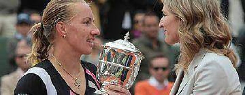 En duelo de rusas, Kuznetsova se coron� en Roland Garros.