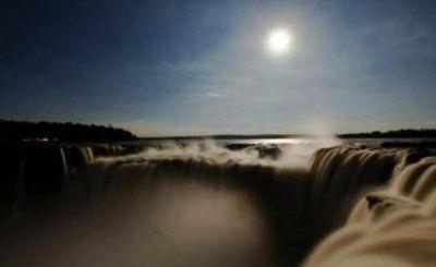 El Parque Nacional Iguazú ofrece sus paseos bajo luna llena en este mes de los enamorados