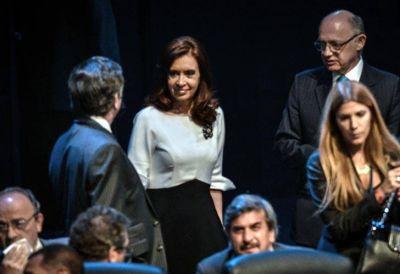 """CFK insistió en la Celac por Malvinas y se emocionó con una foto del """"Che"""""""