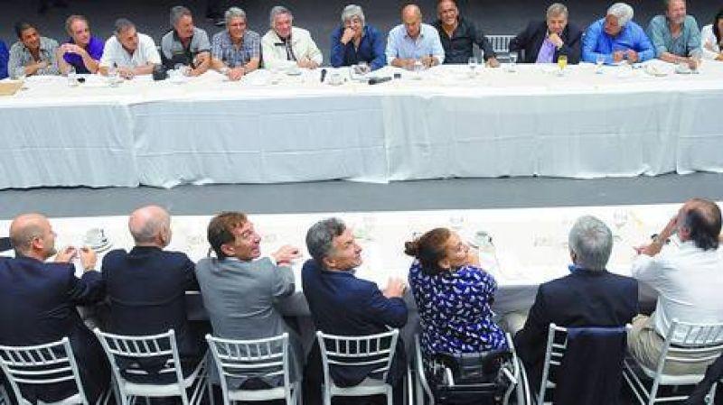 Moyano llev� a m�s de cuarenta gremios a su encuentro con Macri