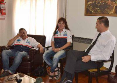 El intendente Larrañaga recibió a Alicia Reina, corredora del Dakar