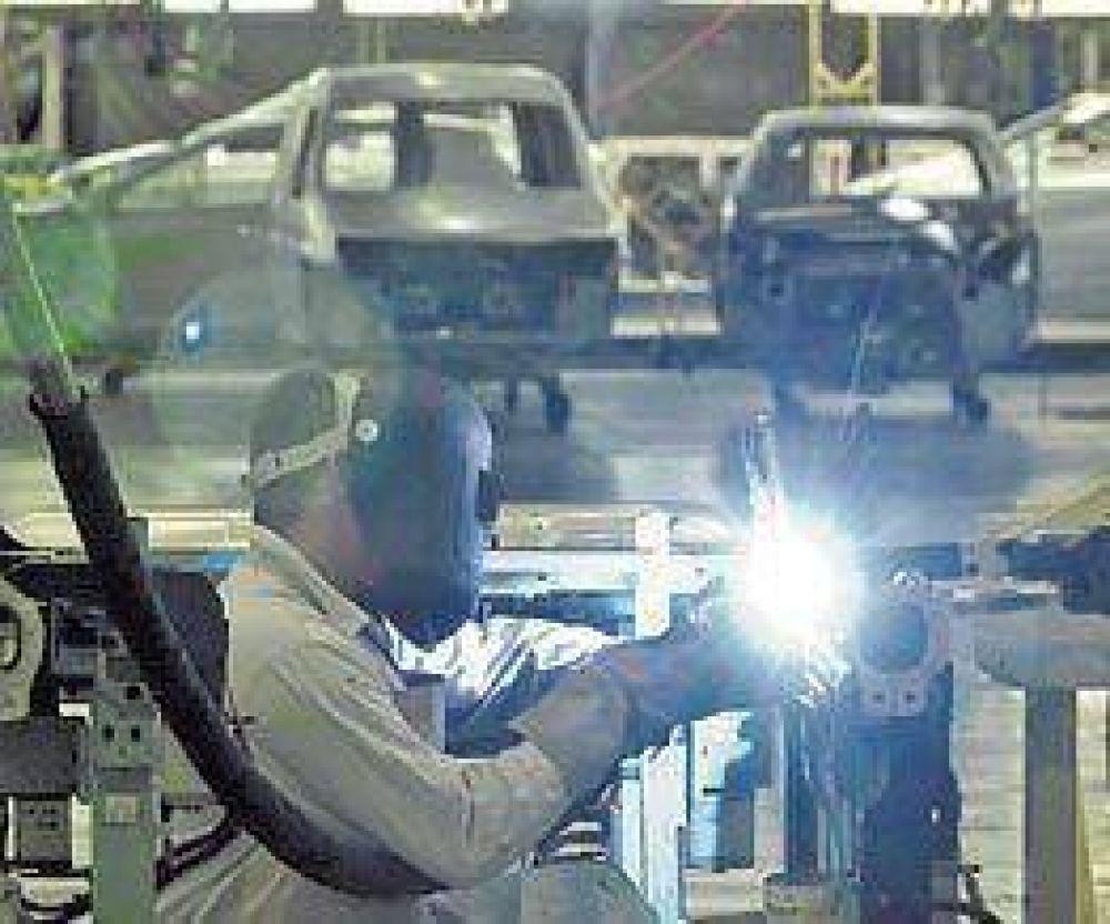 """Las fábricas ven """"imposible"""" llegar al auto 100% argentino"""