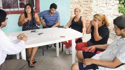 Catamarca: Tucumanos se subieron a un techo para escapar del alud y salvaron su vida