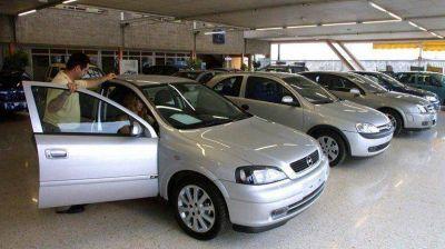 Por la devaluaci�n y los impuestos internos, el precio de los autos subir� entre un 50 y 70 por ciento