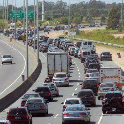 Recambio turístico: intenso tránsito en la Autopista y colapso en la ruta 2