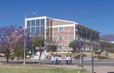 Luego de 9 años, los docentes de la UNLaR cobran el mes de enero