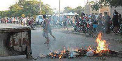 Vecinos enfurecieron luego de esperar 12 horas para comprar gas a precio subsidiado