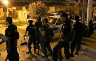 En un clima tenso, se desplegó un amplio operativo policial anoche