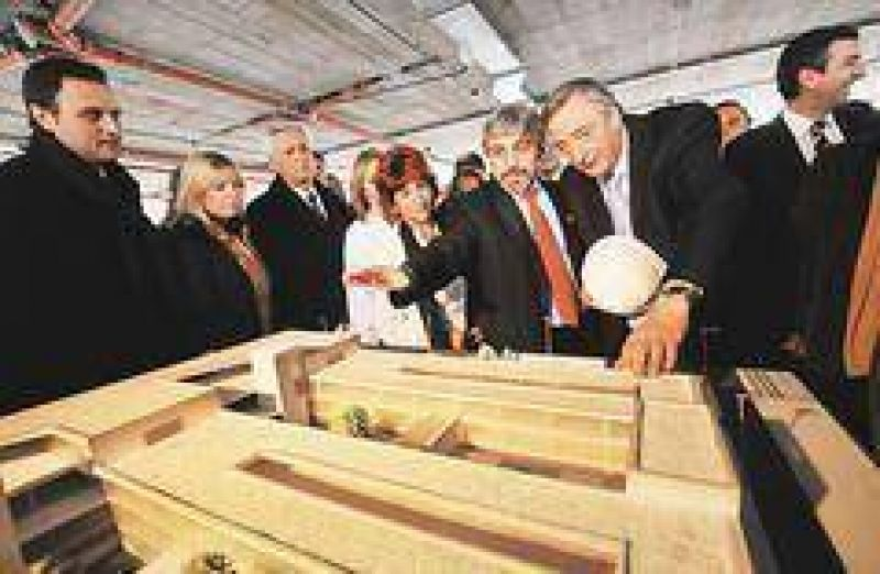 """Kirchner dijo que no copiar� a Ch�vez, pero festej� un Estado """"due�o de Nordelta"""""""