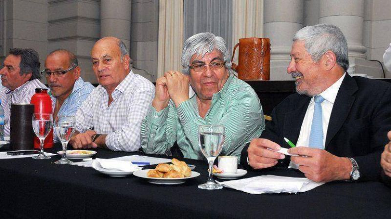 Moyano se mostr� en La Rural y recibi� elogios de empresarios por su intento de integraci�n sindical