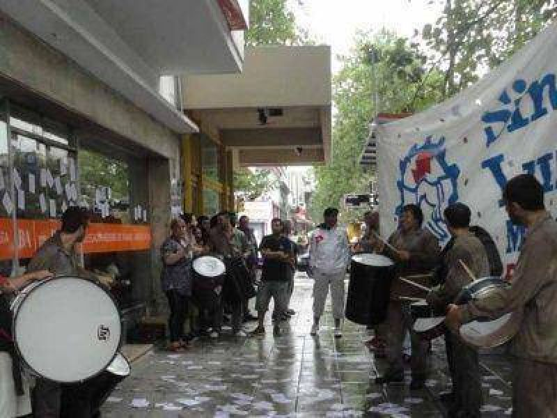TRABAJADORES DE LA CENTRAL 9 DE JULIO SE MOVILIZARON AL MINISTERIO DE TRABAJO