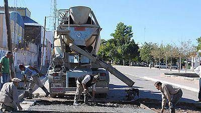 Artero busca financiamiento provincial para 150 cuadras de pavimento