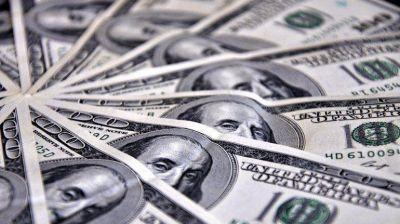 El dólar oficial siguió cayendo y se vendió a 8 pesos en la City