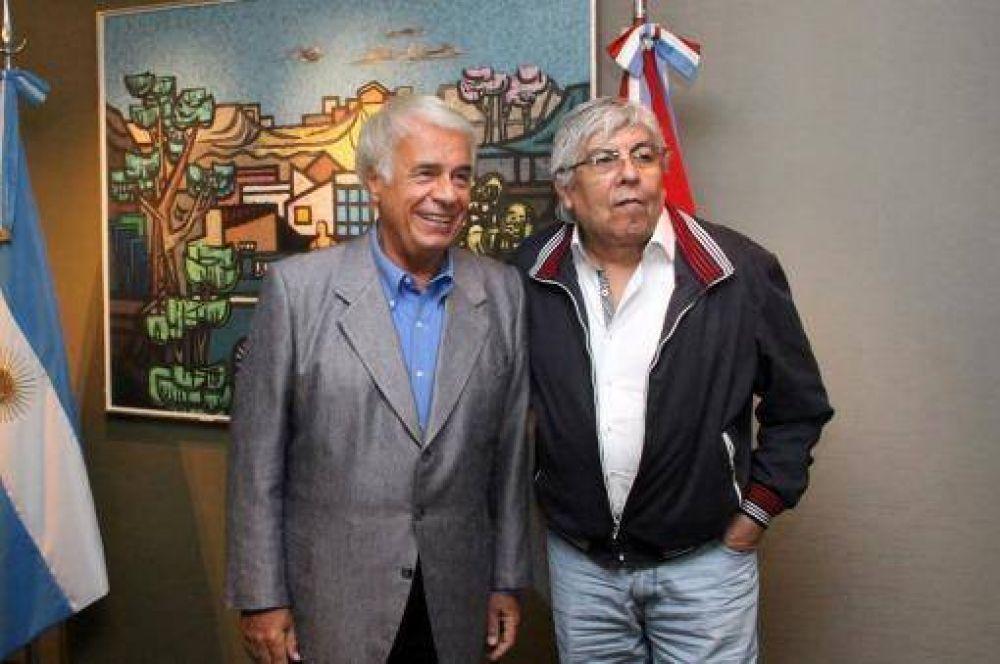 Hugo Moyano ahora viajó a Córdoba para reunirse con De la Sota