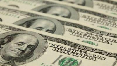 """El blue y el """"contado con liqui"""" cayeron con fuerza en otro día de baja del dólar oficial"""