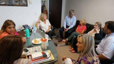 Lord�n particip� de un encuentro con legisladores y dirigentes