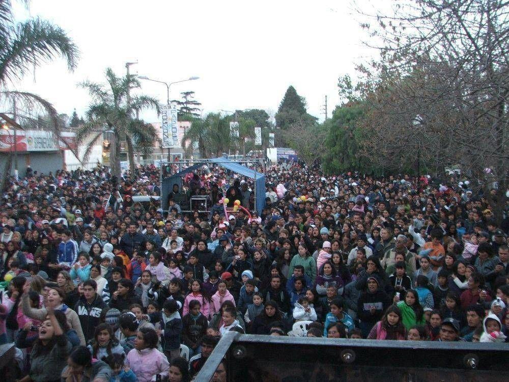 10.000 PERSONAS FESTEJARON EL ANIVERSARIO DE MAQUINISTA SAVIO