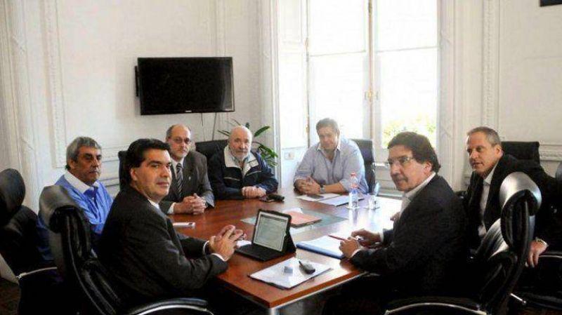 Docentes se reúnen para aunar una posición a la propuesta de una suba salarial anual