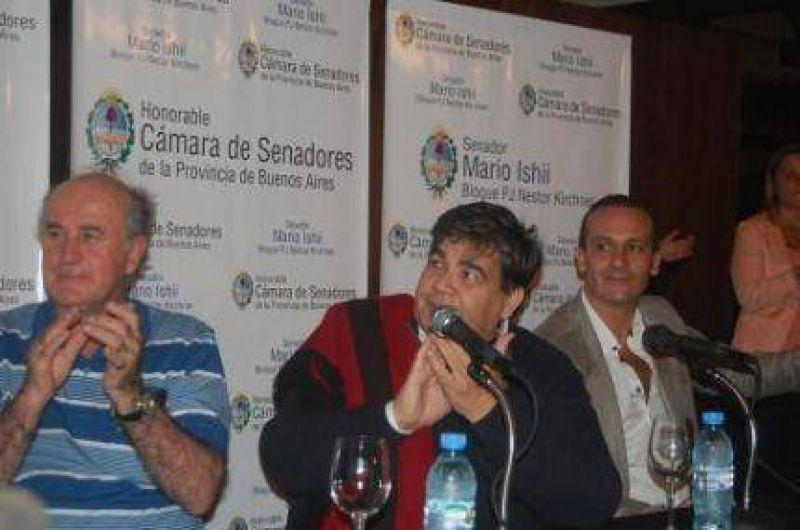 Mario Ishii entregó credenciales a Asesores Legislativos
