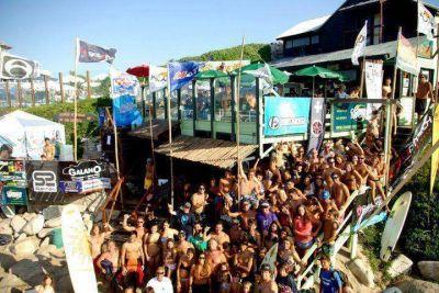 Un club de Surf en riesgo por el cambio de concesión en Waikiki