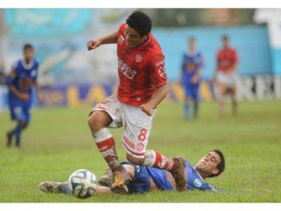 Unión tuvo un arranque inmejorable: goleó 3 a 0 a Villa San Carlos