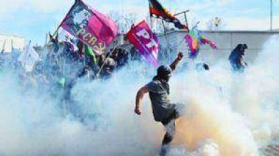 Represión en la Legislatura: Solicitan la lista de los policías que actuaron