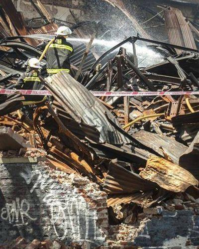 Continúa en estado crítico el bombero herido en Barracas