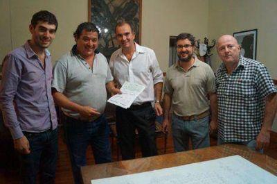 El municipio entregó microcréditos a damnificados por el temporal y emprendedores