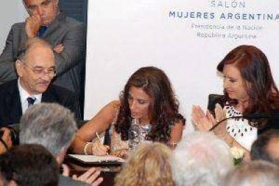 La gobernadora y Cristina firmaron el contrato para iniciar la obra de la cloaca máxima