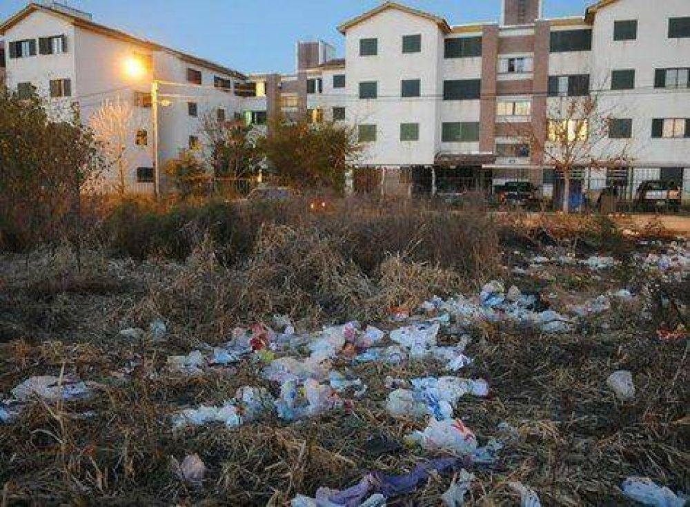 Evitan que vecinos quemen pastizales de un terreno baldío