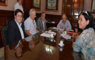 Tras la reunión, el ministro Granados se tomará un mes para definir la situación en Las Tunitas