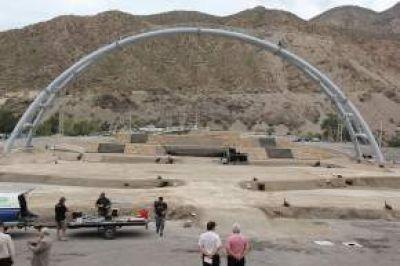 La construcción del escenario principal está en un 90%, dijo el ministro Elizondo