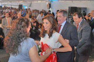 La gobernadora inauguró más de 300 viviendas en La Banda y en el Vinalar