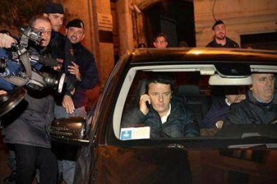 Acorralado, Letta dejó el poder después de perder el apoyo de su partido